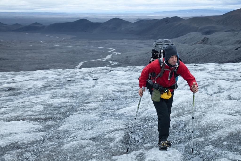 Двигаюсь по леднику Хофсйёкюдль