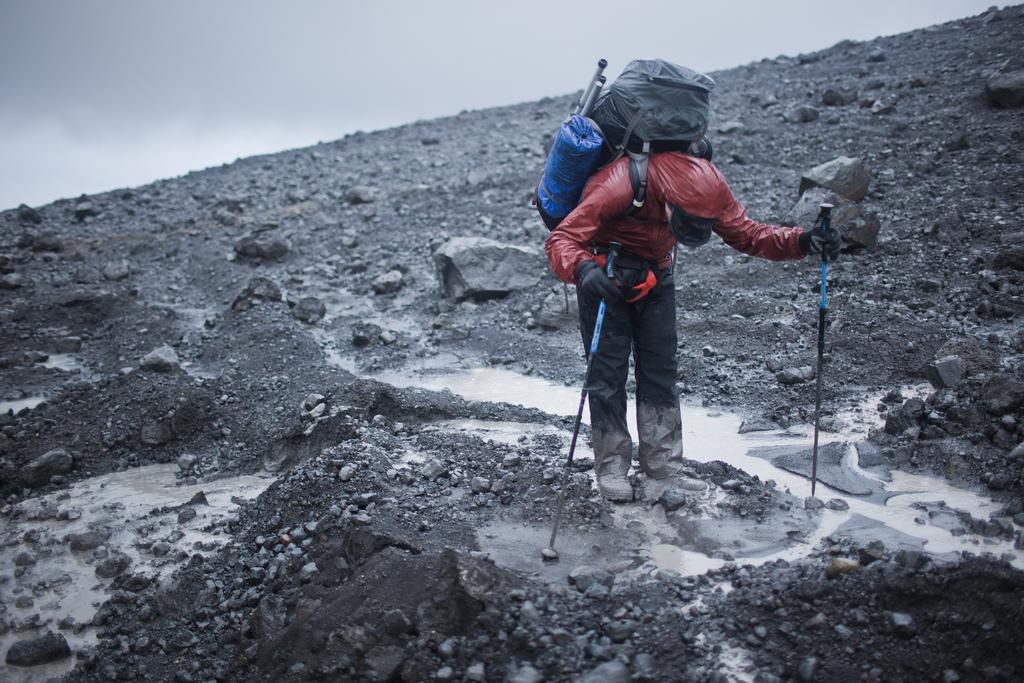 Спуск с ледника Хофсйёкюдль