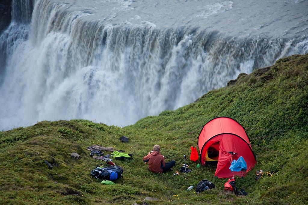 Лагерь над водопадом