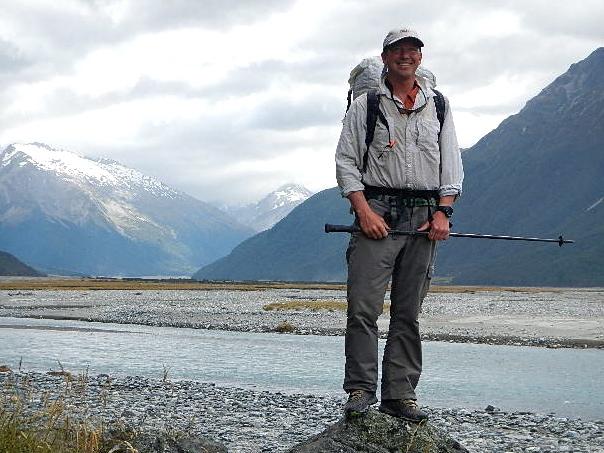 Портрет на фоне горных пейзажей Новой Зеландии
