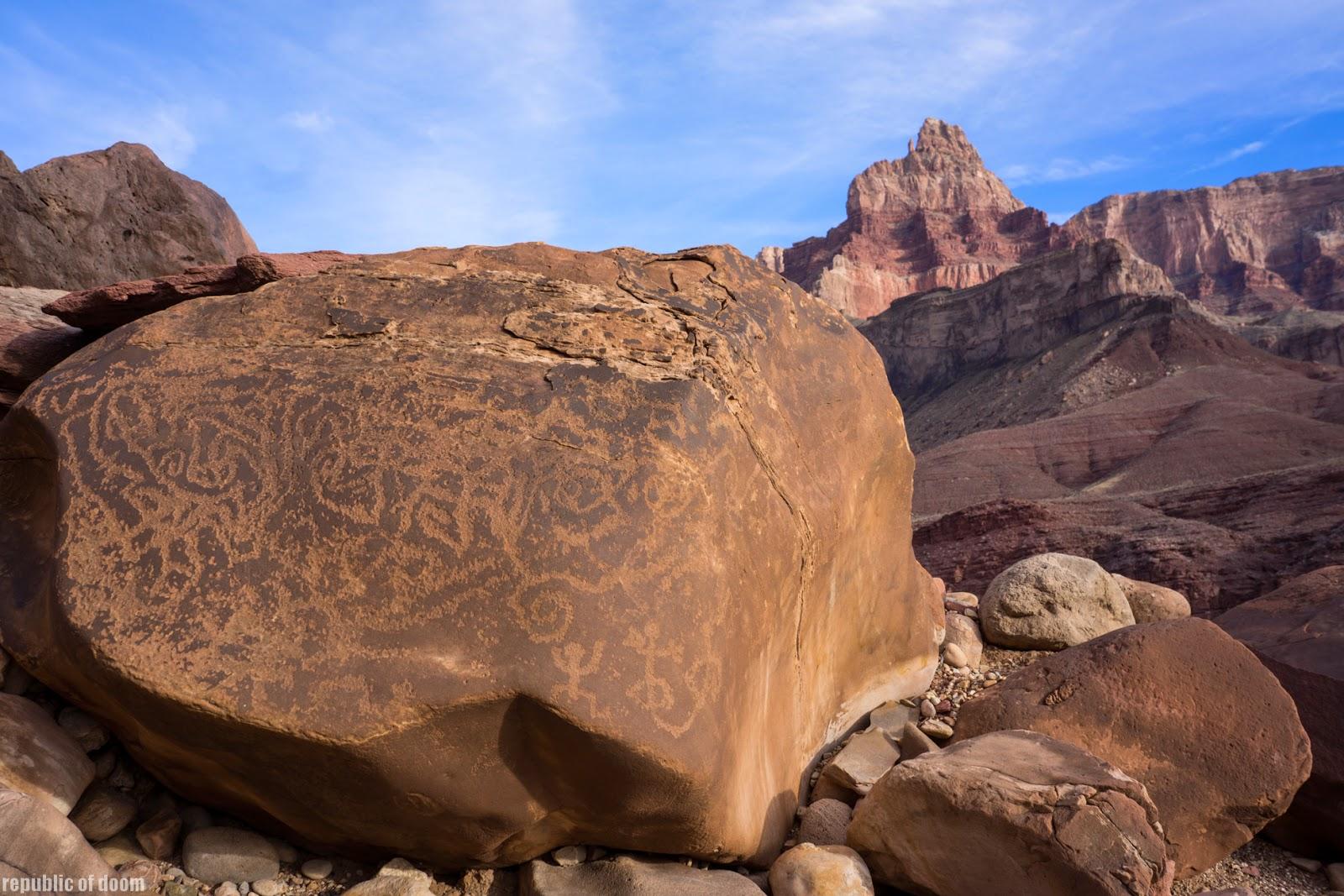 Камень с письменами