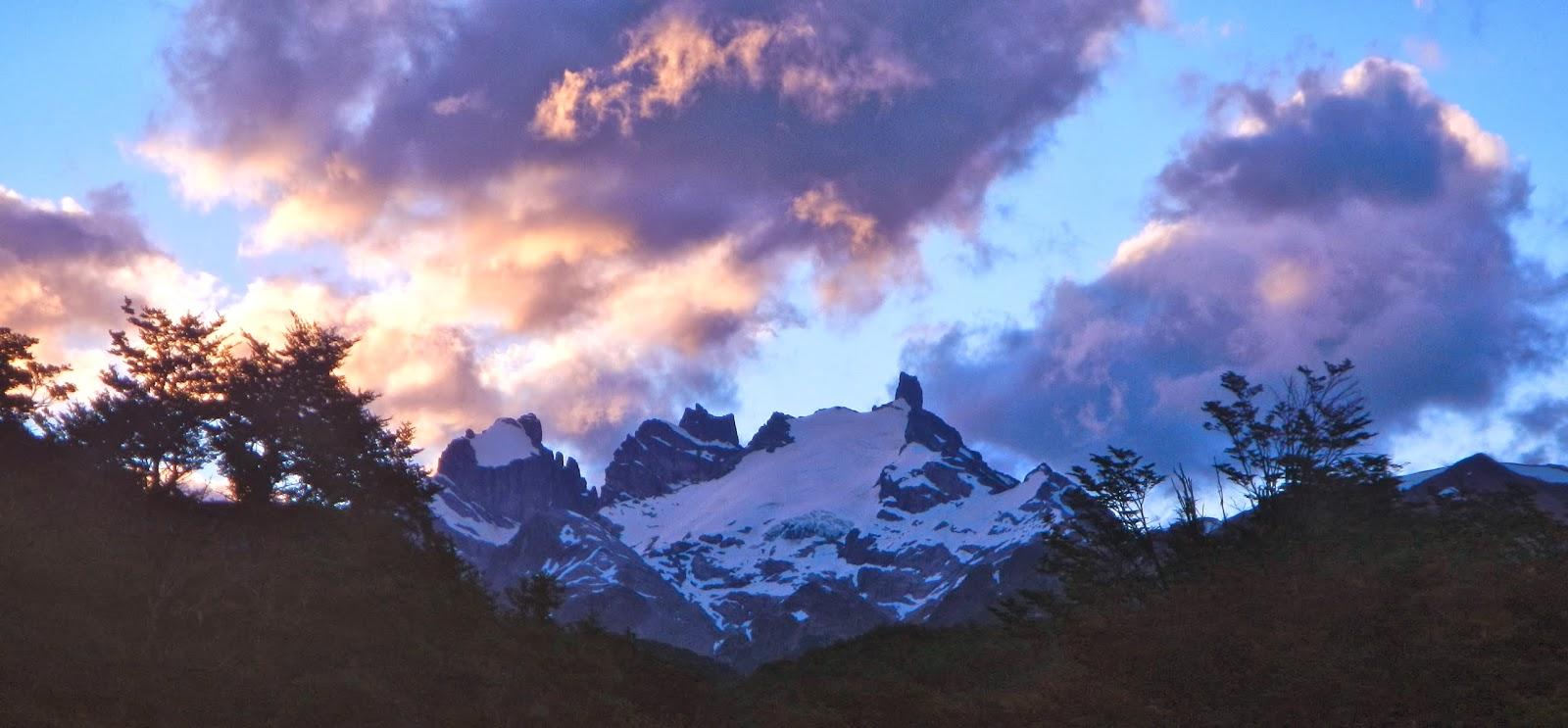 Гора на фоне облаков